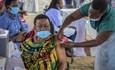 Tin bác sĩ, 800 người Uganda bị lừa tiêm vaccine COVID-19 giả