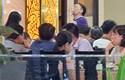 Đà Nẵng: Nhiều xe biển xanh chở người đến nhậu say sưa, chúc tụng náo loạn nhà hàng phố biển