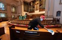 Bệnh nhân COVID-19 đi nhà thờ, lây virus cho 91 người