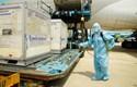 Những hình ảnh đầu tiên của lô vaccine phòng COVID-19 vừa về Việt Nam