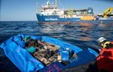 Giải cứu 450 người di cư trên biển