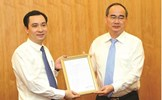 Chủ tịch Nguyễn Thiện Nhân trao Quyết định bổ nhiệm Tổng Biên tập Tạp chí Mặt trận