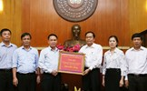 Thông tấn xã Việt Nam trao tiền ủng hộ đồng bào các tỉnh miền núi phía Bắc