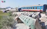 Hiện trường vụ tàu hỏa đâm ô tô, 2 lái tàu chết kẹt trong cabin