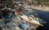 Hơn 1 tuần sau thảm họa kép: Indonesia hoang tàn từ góc nhìn trên cao