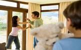 Bạo hành gia đình bị xử lý thế nào?