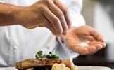 Ăn muối thế nào để không bị tai biến mạch máu não, nhồi máu cơ tim?