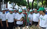 Thủ tướng đi bộ kêu gọi cộng đồng 'chung tay' chống rác thải nhựa