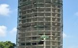 """Hà Nội: Công trình cao tầng bị """"bỏ hoang"""" hàng thập kỷ tại đầu đường Thanh Niên của ai?"""