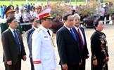 Đoàn đại biểu dự Đại hội đại biểu toàn quốc MTTQ Việt Nam vào Lăng viếng Chủ tịch Hồ Chí Minh