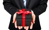 """Cán bộ nào dũng cảm, kiên quyết không nhận """"quà tặng""""?"""