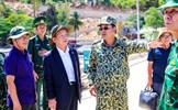 Lãnh đạo tỉnh Cà Mau và T&T Group thăm và tặng quà cán bộ chiến sỹ làm nhiệm vụ trên đảo Hòn Khoai