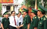 Chủ tịch Trần Thanh Mẫn tặng quà Tết chiến sĩ và bà con nghèo vùng biên giới An Giang