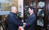Phó Chủ tịch - Tổng Thư ký Hầu A Lềnh chúc Tết nguyên Phó Thủ tướng Nguyễn Mạnh Cầm