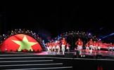Khán giả trẻ hào hứng với màn trình diễn flashmob trong đêm trình diễn pháo hoa Đà Nẵng