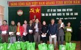 Trao 100 suất quà Tết hỗ trợ người nghèo tại huyện Hướng Hóa