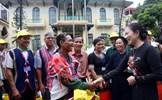 Động viên người có uy tín góp sức xây dựng quê hương