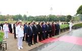 Đại biểu QH viếng Chủ tịch Hồ Chí Minh ngày khai mạc kỳ họp thứ 7