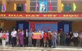 Đại sứ, phu nhân các nước tặng quà cho học sinh nghèo tại tỉnh Phú Thọ
