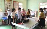 Giám sát vệ sinh ATTP đối với trường học có bếp ăn tập thể trên địa bàn xã Quang Phú