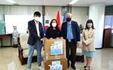VKBIA và VKEIA tặng khẩu trang cho cộng đồng người Việt Nam tại Hàn Quốc