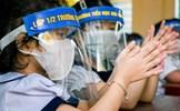 Học sinh đeo tấm chắn giọt bắn: Cần bỏ ngay để bảo vệ thị lực cho trẻ!