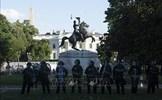 Mỹ: Người biểu tình kéo đổ tượng Tướng Albert Pike ở thủ đô Washington