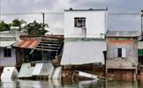 Sạt lở nghiêm trọng 'nuốt chửng' nhiều nhà dân ven sông Trà Nóc