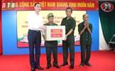 Phó Chủ tịch Phùng Khánh Tài tặng quà các thương bệnh binh tại tỉnh Thái Bình