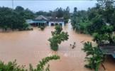 Mưa lớn ở Quảng Trị, nhiều gia đình trắng đêm di chuyển tài sản
