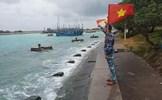 Tàu Kiểm ngư đã tiếp cận được tàu cá bị nạn với 14 thuyền viên