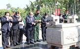 Chủ tịch nước Nguyễn Xuân Phúc dâng hương tại Khu tưởng niệm Liệt sĩ Ngã Ba Giồng