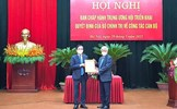 Chủ tịch Đỗ Văn Chiến trao Quyết định của Bộ Chính trị về công tác cán bộ