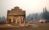 Thị trấn cổ kính ở California trở nên hoang tàn sau trận cháy rừng lịch sử