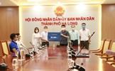 Văn Phú - Invest trao tặng 30.000 bộ xét nghiệm nhanh Covid-19 cho TP. Hạ Long