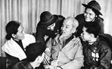 Chủ tịch Hồ Chí Minh - tên Người còn mãi với non sông