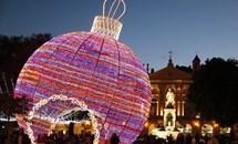 Chiêm ngưỡng những 'dạ tiệc ánh sáng' rực rỡ đêm Giáng sinh