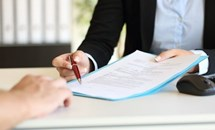 Khiếu kiện quyết định tạm đình chỉ hợp đồng lao động ở đâu?