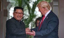 Cái bắt tay Trump-Kim:Thế giới chứng kiến thời khắc lịch sử và hoàn hảo