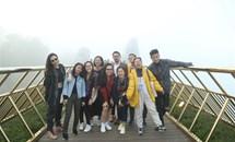 Fan thích thú bắt gặp dàn sao Việt check-in cầu Vàng Bà Nà Hills