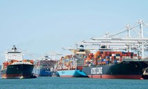 Khó khăn bủa vây ngành hàng hải thế giới