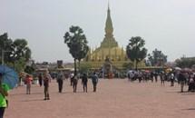 Kiều bào Lào đầu tiên được trao Huy hiệu 70 năm tuổi Đảng