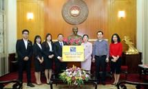 Ông Nguyễn Tuấn Anh - Chủ tịch HĐQT Công ty CP Tập đoàn Môi trường Nhật Việt ủng hộ Quỹ Vì người nghèo năm 2020