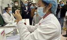 Mũi vắc xin phòng COVID-19 đầu tiên của Việt Nam bắt đầu được tiêm thử trên người