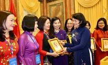 Phát huy vai trò của nữ trí thức Việt Nam trong xu thế phát triển khoa học - công nghệ và hội nhập quốc tế