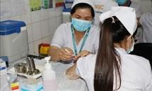 Những mũi tiêm vaccine đầu tiên và trọng trách những 'chiến binh' điều trị COVID-19