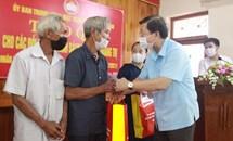 Phó Chủ tịch Nguyễn Hữu Dũng thăm hỏi, tặng quà gia đình chính sách tại tỉnh Quảng Trị