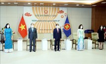 Lễ chào cờ kỷ niệm 54 năm thành lập ASEAN và Ngày Gia đình ASEAN