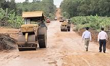 Nhân lên phong trào hiến đất để mở rộng đường giao thông nông thôn