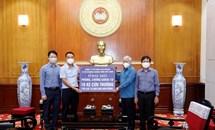Mặt trận Trung ương tiếp nhận 10 xe cứu thương ủng hộ các bệnh viện tuyến đầu chống dịch